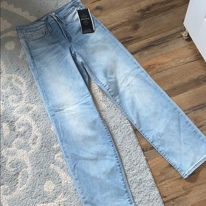 NWT Athleta Sculptek Slim Straight Lightwash Jean